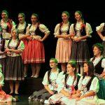 Węgierski chór THE GIRLS' CHOIR OF KOSSUTH SECONDARY SCHOOL CEGLE'D z koncertami w województwie łódzkim.